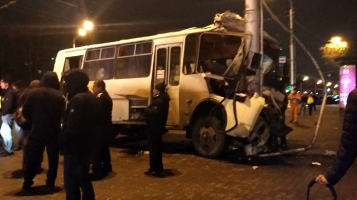 10 человек пострадали в ночном ДТП с автобусом, в том числе один ребенок
