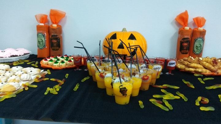 Глаза на палочках и печёные пальчики: изучаем меню офисных угощений на Хеллоуин