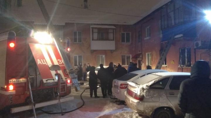 В Башкирии ночью сгорел дом, пострадала супружеская пара