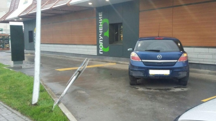 Уфимец за рулем Opel Astra  въехал в ресторан