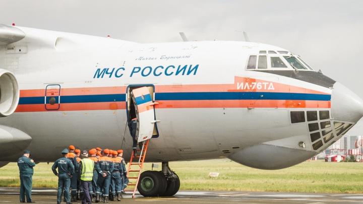 85 омских спасателей вылетели в Красноярский край на спецборте МЧС