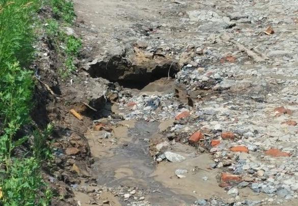 Проливные дожди уничтожили дорогу в Октябрьском районе