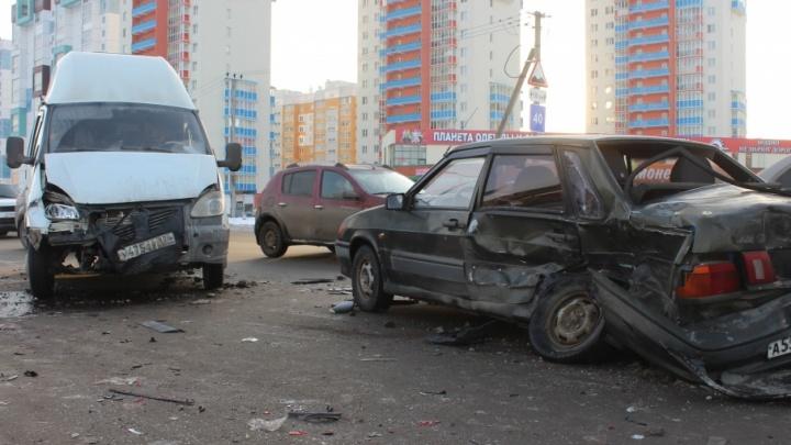 За сутки три маршрутки в Челябинске попали в ДТП