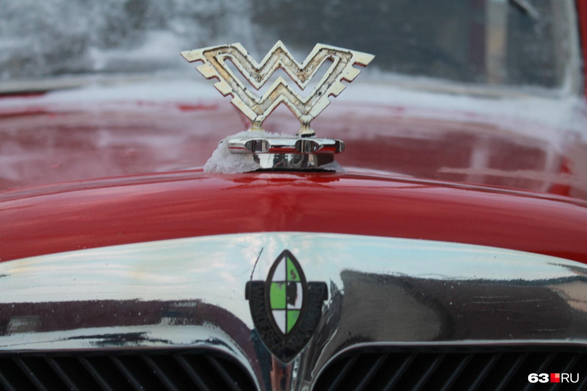 Фирменный знак немецкого автопроизводителя