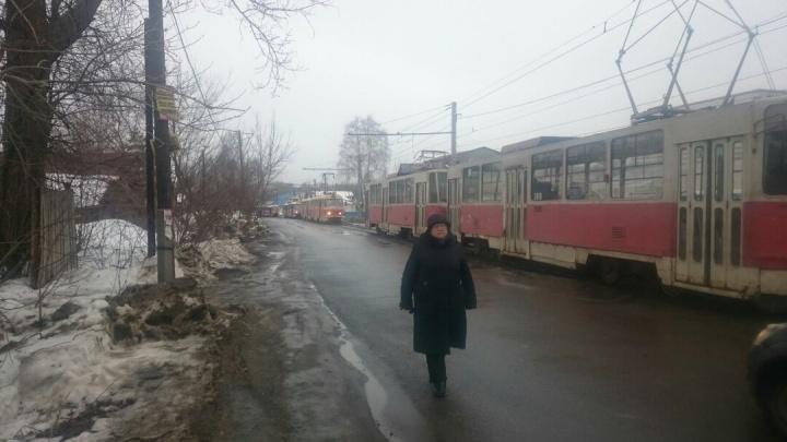 «Встала вся сормовская ветка». На Народной не ходят трамваи