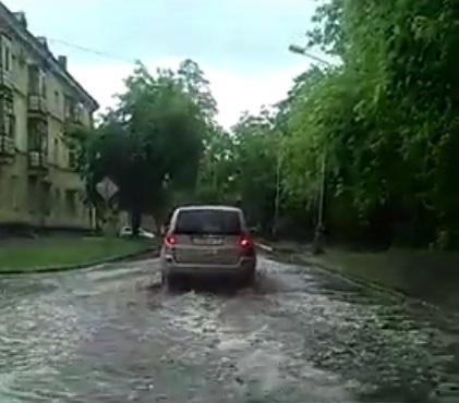 Дождь устроил потоп в Новосибирске