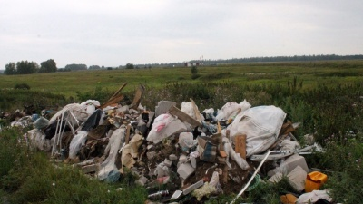 В 700 метрах от взлетно-посадочной полосы: к аэропорту Уфы подбирается мусор