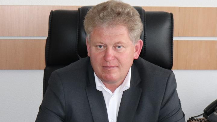 «В наручниках меня не выводили»: глава района Новосибирской области опроверг свой арест