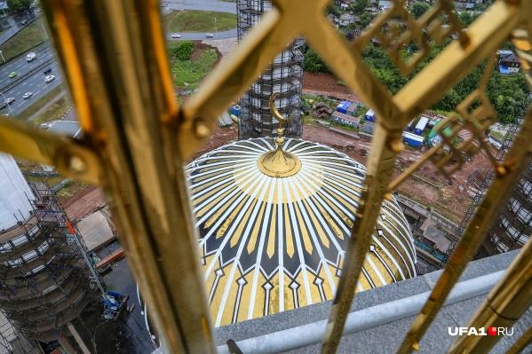 Вот так выглядит купол мечети с минарета высотой 75 метров