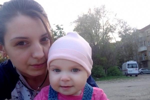 Оксана погибла около полугода назад, и с того момента маленькая Вика находится в доме малютки