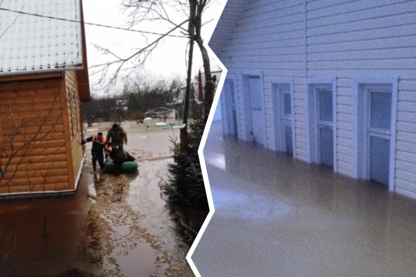Пожилую женщину эвакуировали из затопленного посёлка в Ярославской области