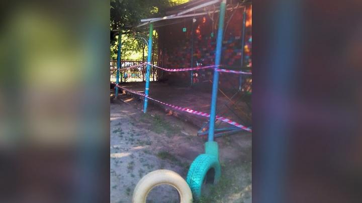 «Это позор»: в детсаду возле правительства Челябинской области огородили ветхие веранды