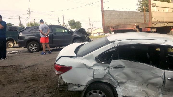 Тройное столкновение на Ватутина, водитель погиб, девушка-пассажир — в больнице (обновлено)