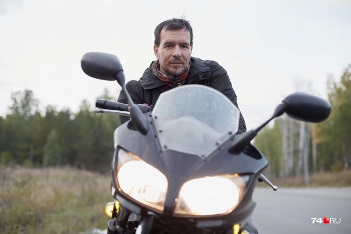 Спортивный мотоцикл экономит время в пробках, говорит Евгений Лебедев