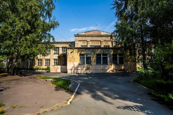 Эксперты проверят состояние здания школы до 30 августа