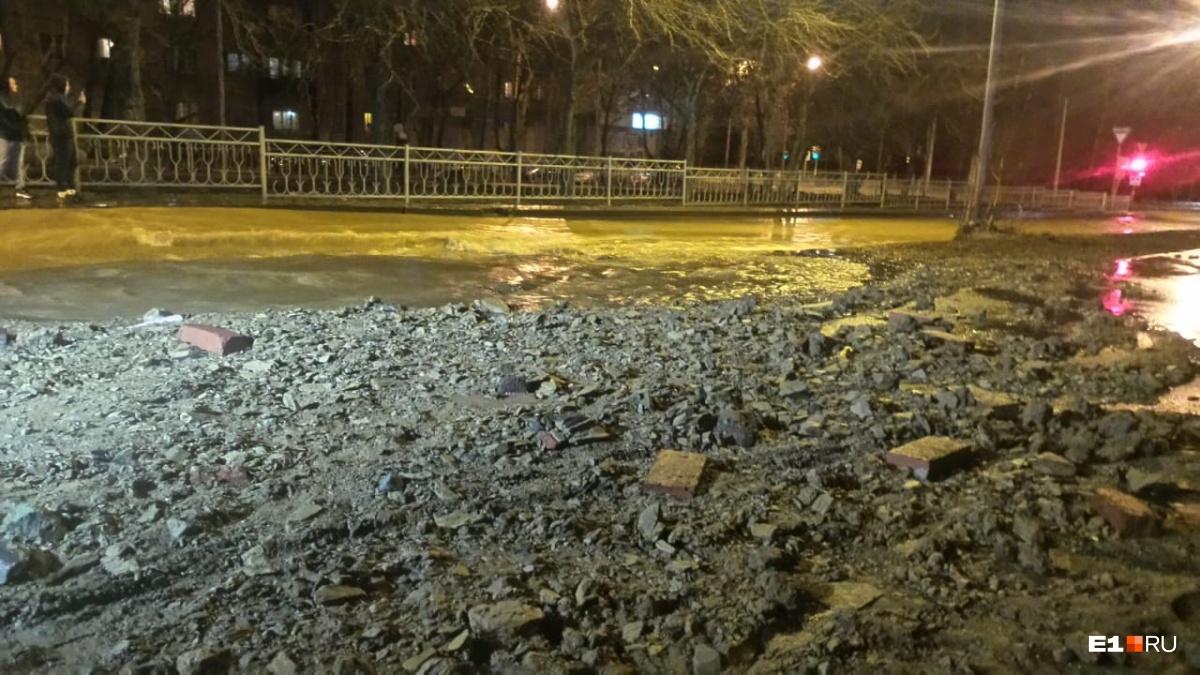 Из-за аварии во Втузгородке три района Екатеринбурга остались без холодной воды