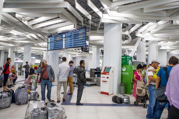 В этом году туроператоры рассчитывают, что популярным направлением станет Иссык-Куль. На фото — международный терминал аэропорта Толмачёво