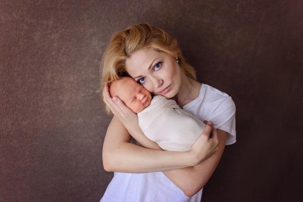 Надежда Сынчикова: «Да, моя жизнь не будет прежней, такой, как когда я жила без детей. Но приоритеты с появлением ребенка кардинально смещаются»