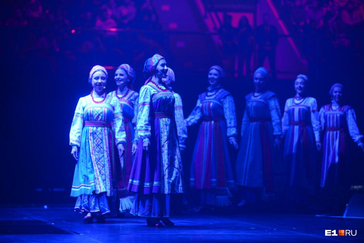 Уральский русский народный хор, конечно же, исполнил композицию о Родине