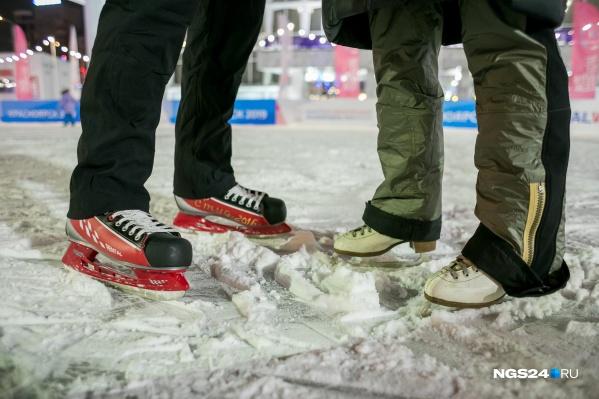 Каток на Театральной площади откроется после 20 декабря