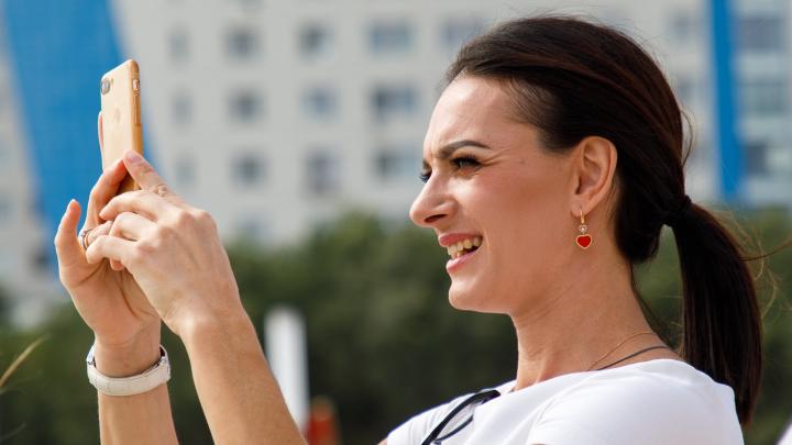 «Претендую быть моделью»: в Волгограде Елена Исинбаева продефилировала в пойме реки Царицы