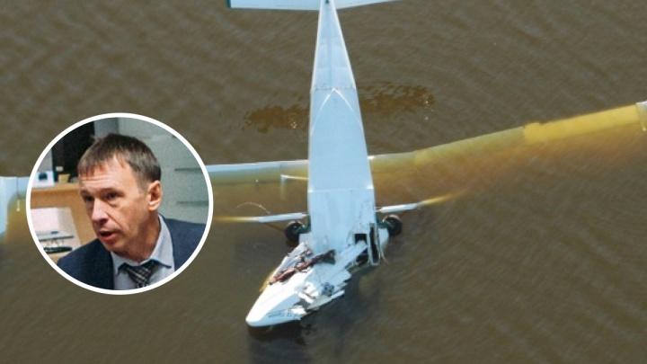 Уволили тюменского чиновника, который неудачно слетал за грибами и утопил в озере свой самолёт