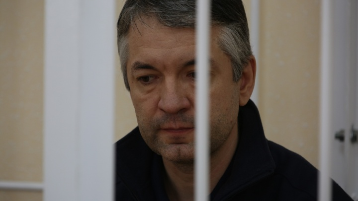 Поймали за взятку «Кайеном», а у семьи нашли богатства: суд читает приговор чиновнику из Росрезерва