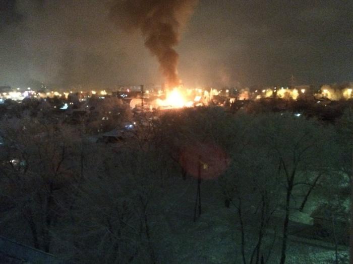 Столб дыма над улицей Лескова