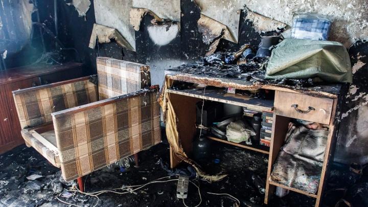 Не успели спасти: во вспыхнувшем доме Волгоградской области заживо сгорела трехлетняя девочка