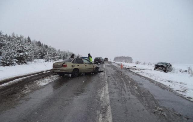 Подробности жуткой аварии на заснеженной трассе в Башкирии: в ДТП пострадали две женщины
