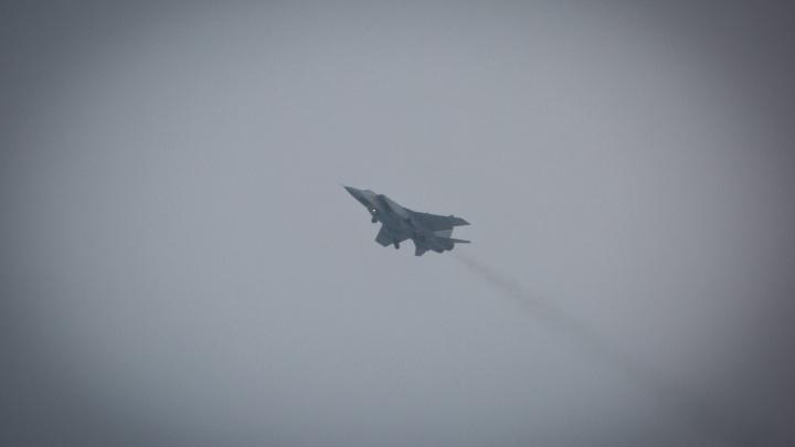 Над Новосибирском с рёвом пронеслись военные самолёты
