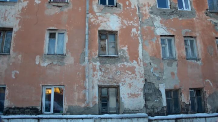 В Кургане отремонтируют стены аварийного дома, жильцы которого предлагали мэру переехать к ним