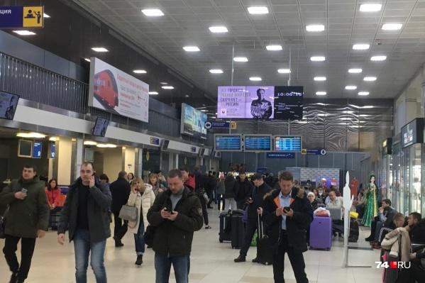Пассажиры начинают возвращаться в аэропорт