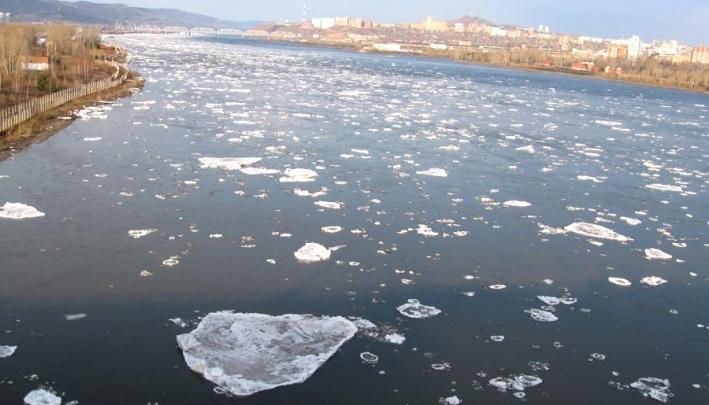 Завораживающее зрелище: на Мане тронулся лед и устремился в Енисей