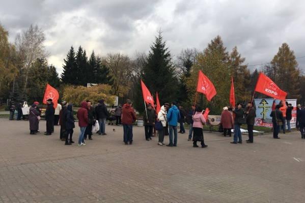 В Первомайский сквер пришли около 50 человек
