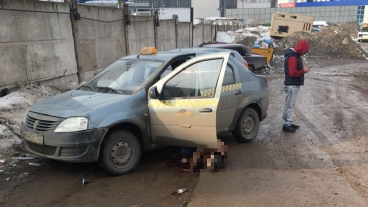 В машине за концертным залом «Огни Уфы» нашли тело таксиста