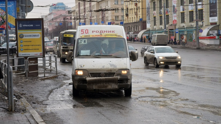 В Челябинске пассажиров маршрутки увезли в больницу с травмами головы после массового ДТП
