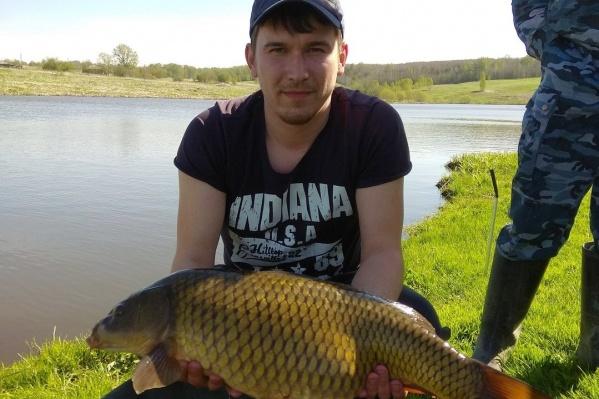 Новосибирский рыбак закинул удочку в десять вечера, а рыба клюнула только в пять утра