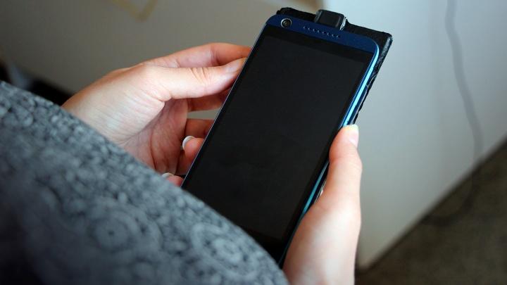 Депутат заподозрил чиновников в покупке телефонов за счет бюджета по завышенным ценам