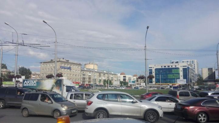 Три аварии устроили транспортный коллапс на площади Маркса