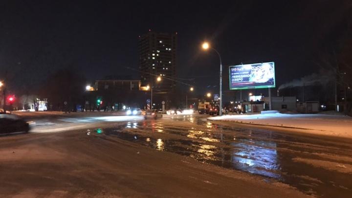 В Ленинском районе водой затопило улицу