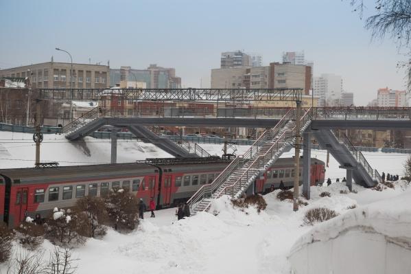 Пассажиры не могли уехать в центр Новосибирска после 7:00