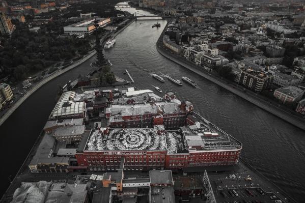 Рисунок на бывшей фабрике «Красный октябрь» в Москве стал самой большой каллиграфической работой в мире<br>