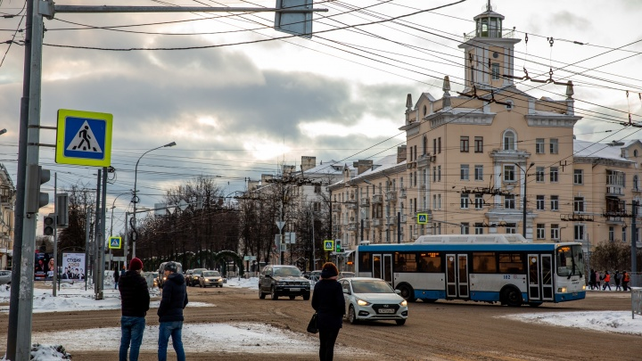 «Пешехода увезли на скорой»: в Ярославле произошло ДТП с участием троллейбуса