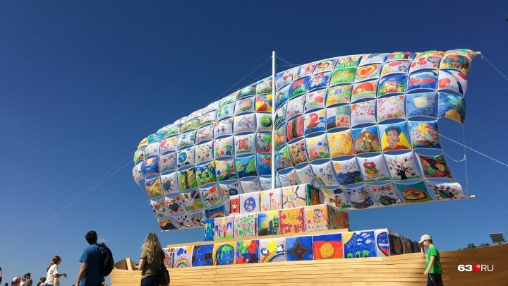 Инсталляции из мусора, циркачи и театры: чем удивил самарцев «ВолгаФест»