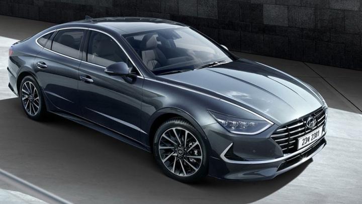 Hyundai показала свою супер-Camry: у неё фары на капоте, а дверь открывается смартфоном
