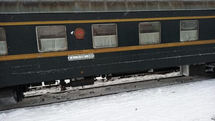 «Привезли пассажирку с коронавирусом»: на вокзале в Екатеринбурге оцепили поезд Пекин — Москва