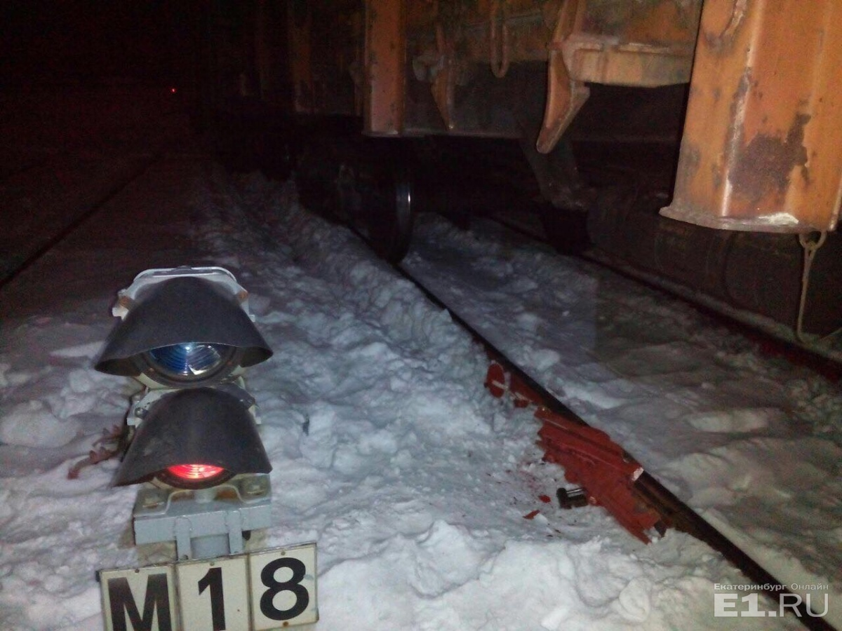 Из-за аварии были повреждены пути, а несколько поездов выбились из графика
