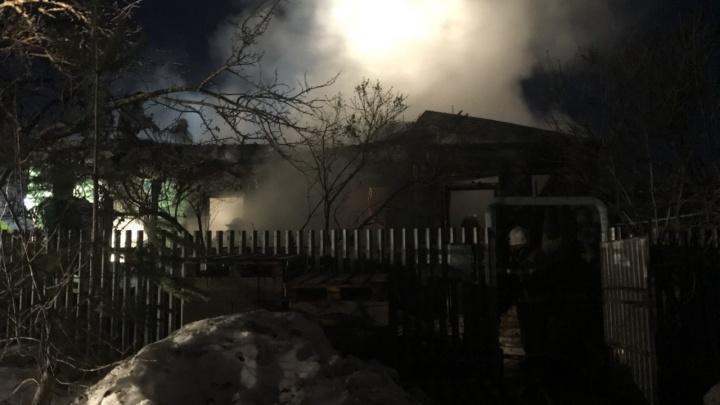 Тела обгорели: на пожаре в Управленческом погибли мать и сын