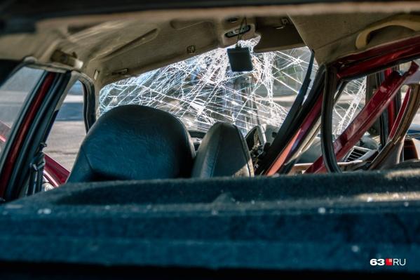 Машина врезалась в КАМАЗ, который ехал впереди